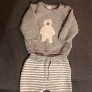 Very beautiful sweater and pants for baby